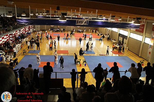 Portal de l 39 olleria meritoria actuaci n em taekwondo de for Piscina municipal alcudia