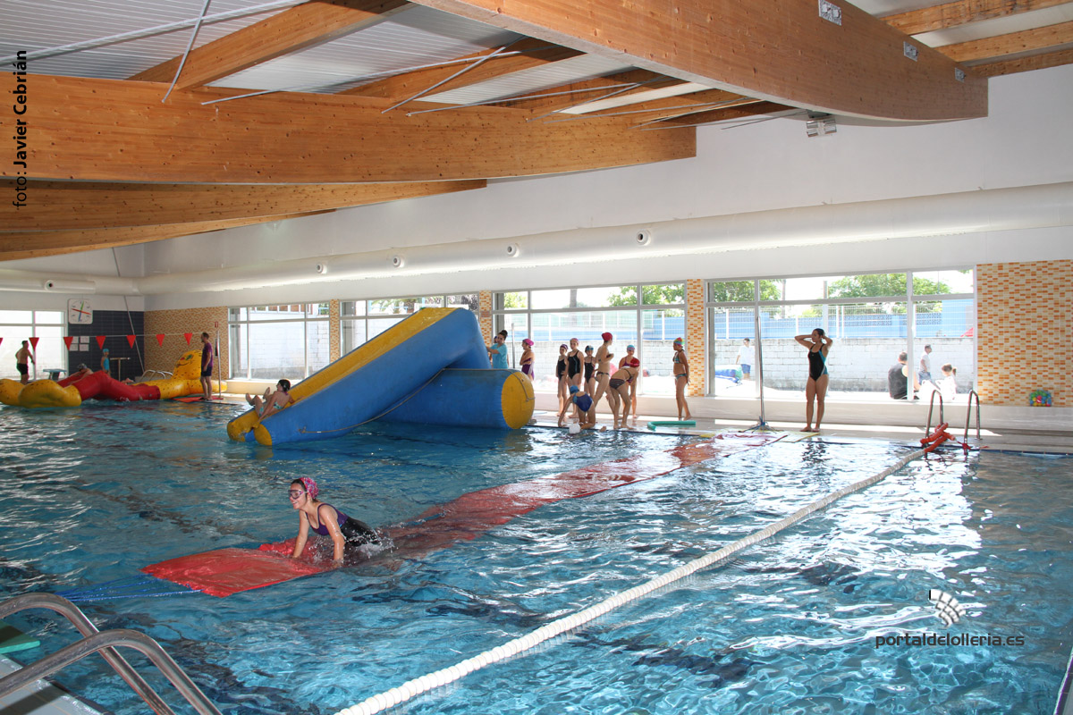 Portal de l 39 olleria la piscina cubierta celebra su for Curso piscinas